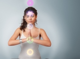 How to clear your chakras using the color therapy
